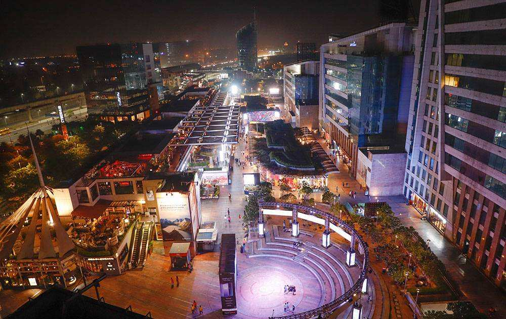Cyber Hub Gurgaon is the most happening place of Gurgaon.